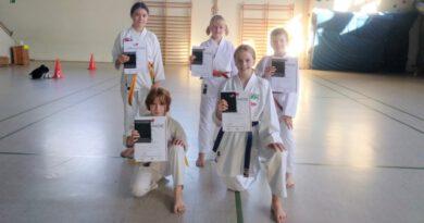 Erfolgreiche Karateprüfungen in Lemgo