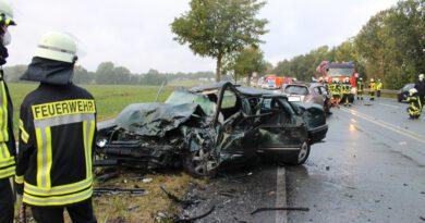 Unfall - Frontalzusammenstoß auf der Ostwestfalenstraße bei Retzen
