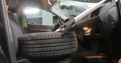 A2: Reifen landet auf Beifahrersitz